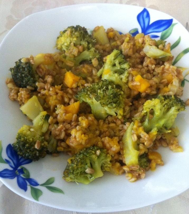 Cucinare low cost farro con zucca e broccoli montecosaro for Cucinare broccoli